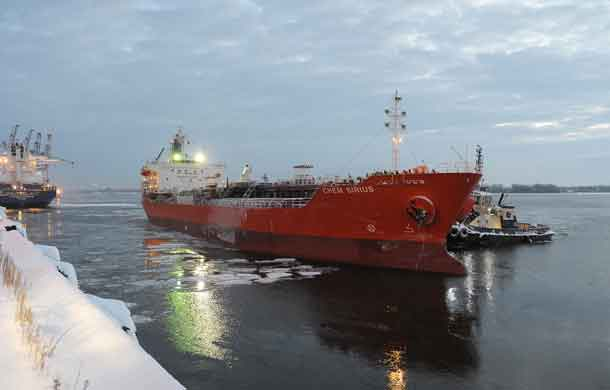 The vessel Chem Sirius, under the command of Captain Danel Ju, was the first ocean-going vessel in 2017 to cross into Port of Montreal waters at 03 :16 this morning.