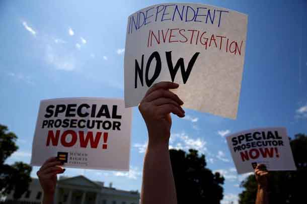 Protesters gather to rally against U.S. President Donald Trump's firing of Federal Bureau of Investigation (FBI) Director James Comey, outside the White House in Washington, U.S. May 10, 2017. REUTERS/Jonathan Ernst