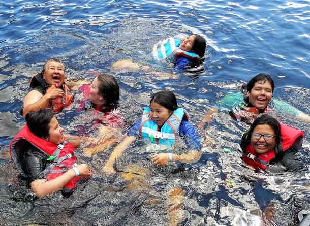 Junior Rangers enjoy cooling lake waters in high temperatures.