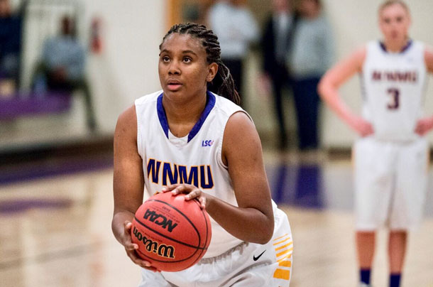 Lakehead University Women's Basketball Commits Megan Looney for next years season