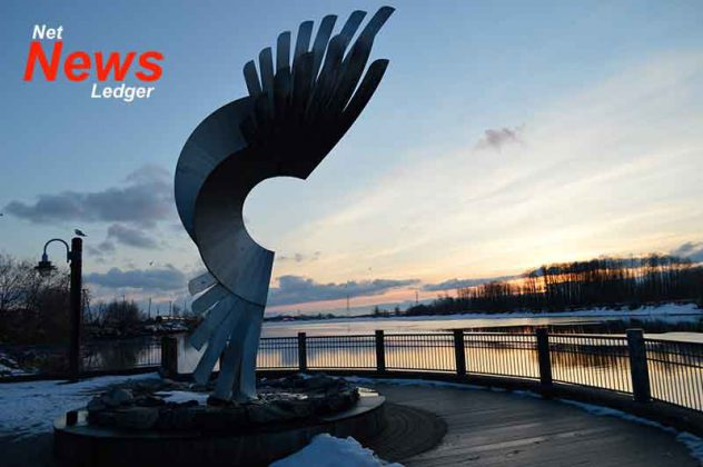 800px Thunderbird at Kam River Park