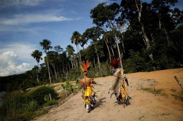 Indigenous people of the Pareci community walk in the village of Wazare near the town of Campo Novo do Parecis, Brazil, April 26, 2018. REUTERS/Ueslei Marcelino