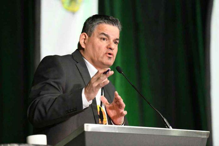 Isadore Day CEO, Bimaadzwin