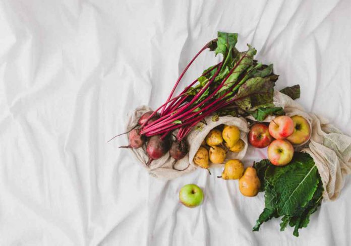 Fresh farmers market produce in cloth bags. Courtesy: The Wally Shop
