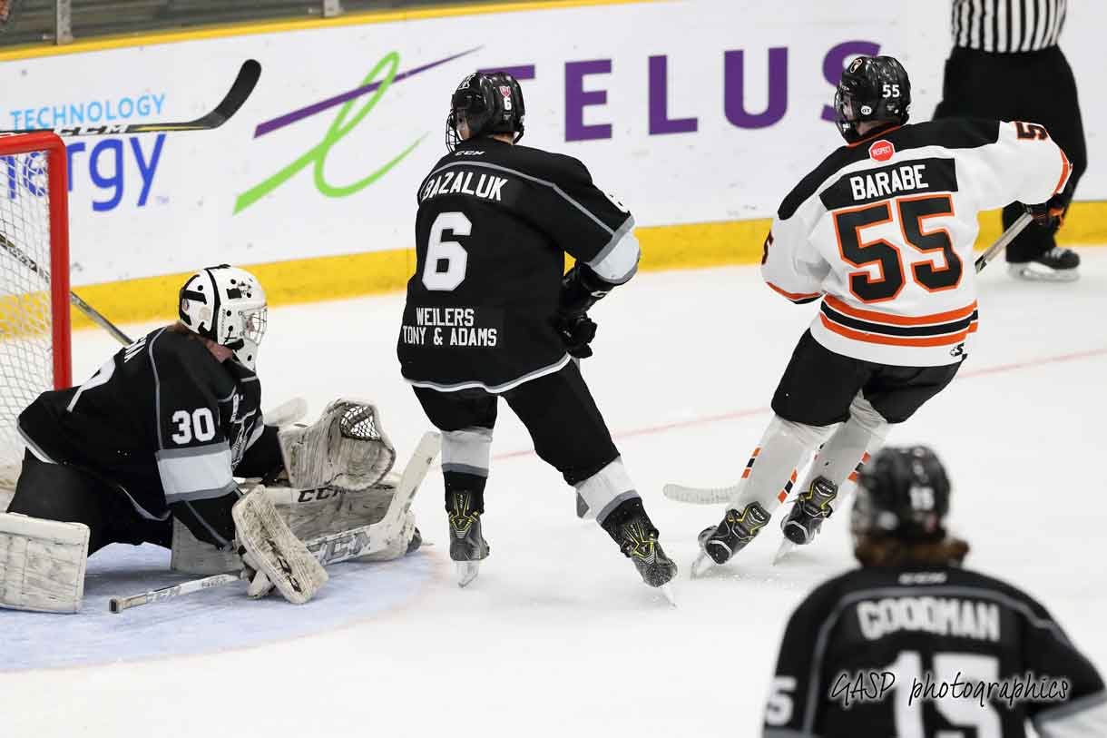 – Zachary Barabe scores his first of two, as he puts the Magogs up 2-0 over the Kings, just past the half way mark of the 2nd period