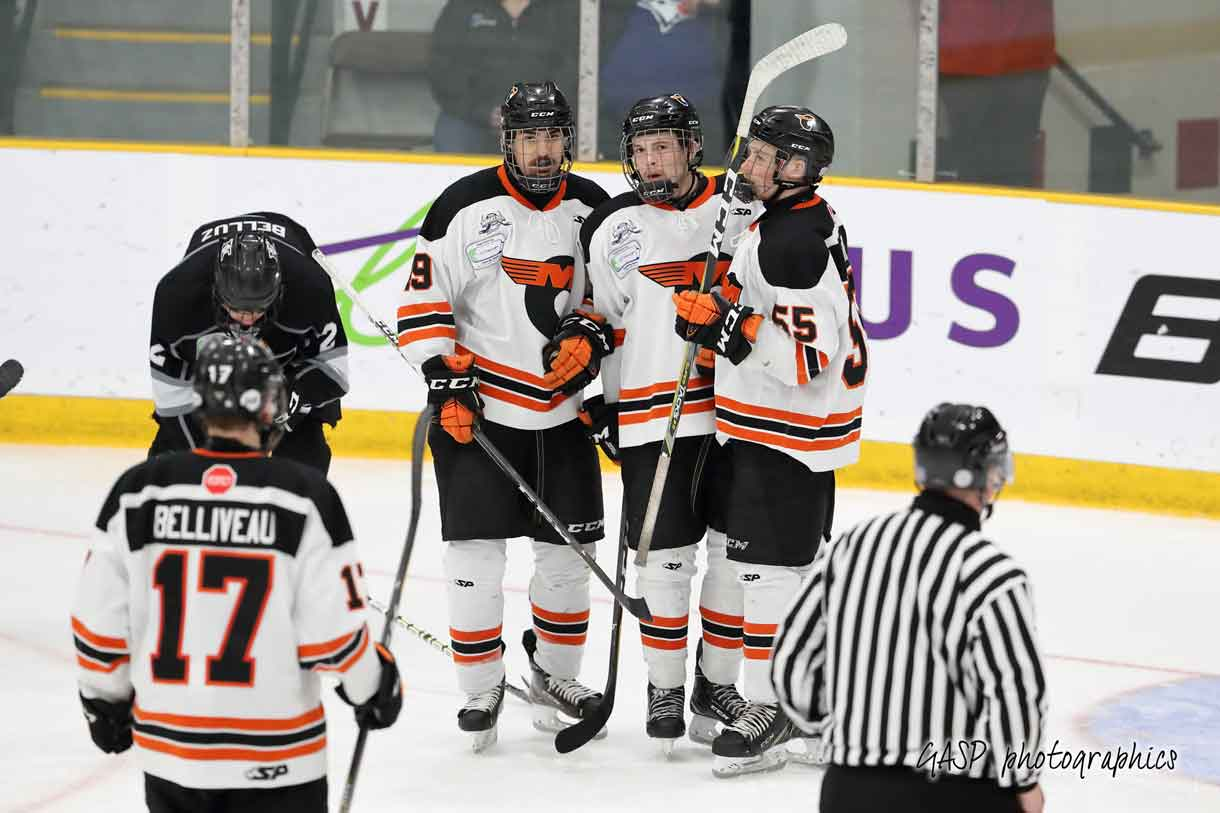 – Zachary Barabe's teammates congratulate him on his 2nd goal of the game, putting Quebec into a 3-0 lead over the Thunder Bay squad
