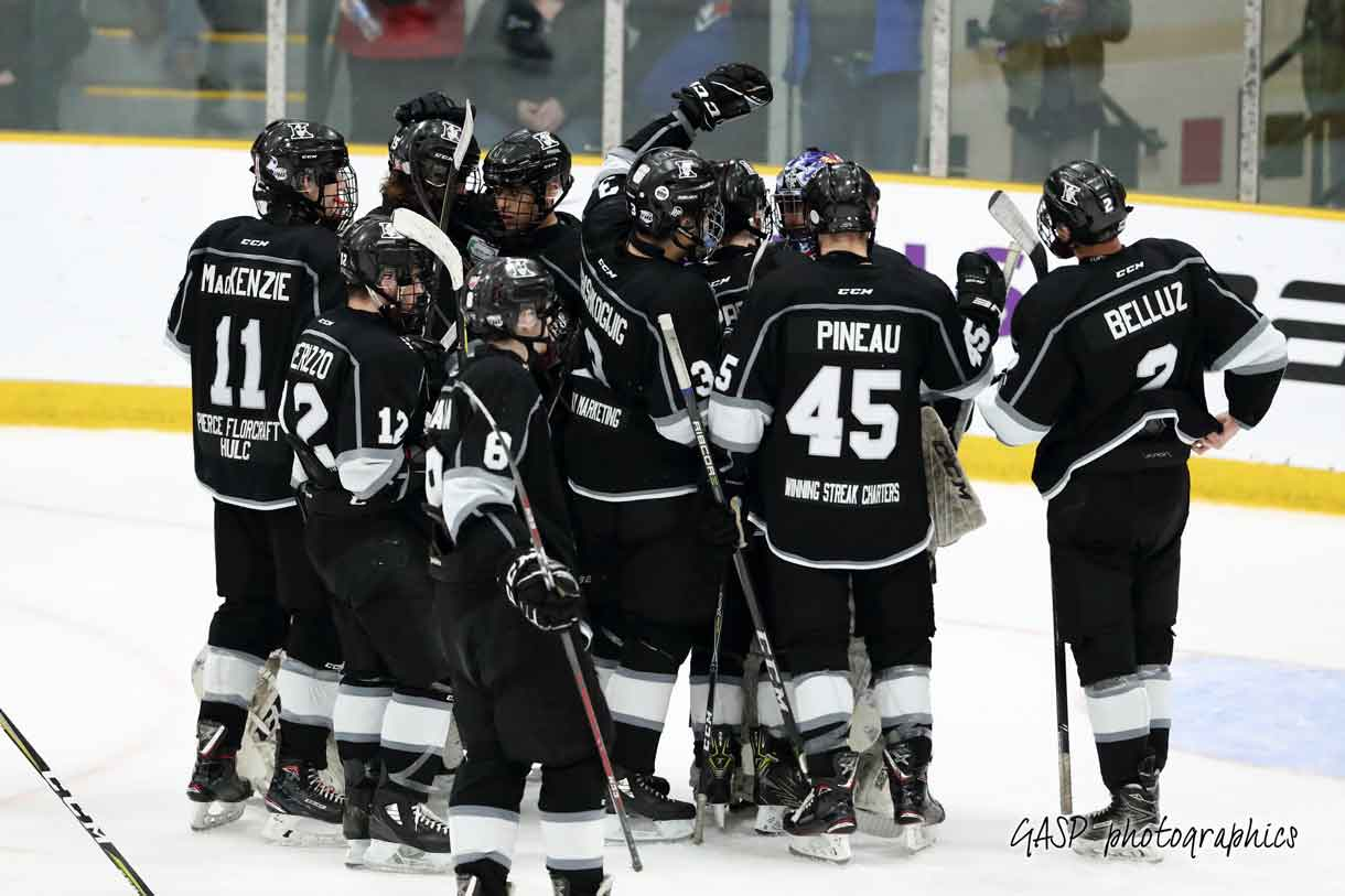 – Kings team converge around goaltenders Jordan Smith and Eric Vanska at the end of their last hard fought game of the 2019 Telus Cup tournament