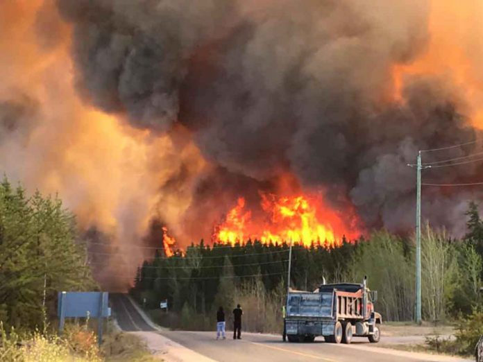 Pickle Lake Fire on June 6th - image by Newshawk Bryan McWill