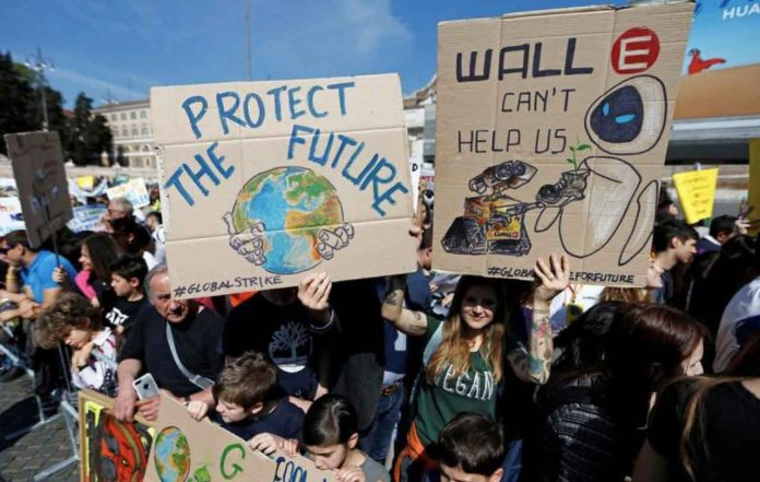 Students hold banners during a protest to demand action on climate change, in Piazza del Popolo, Rome, Italy April 19, 2019. REUTERS/Yara Nardi