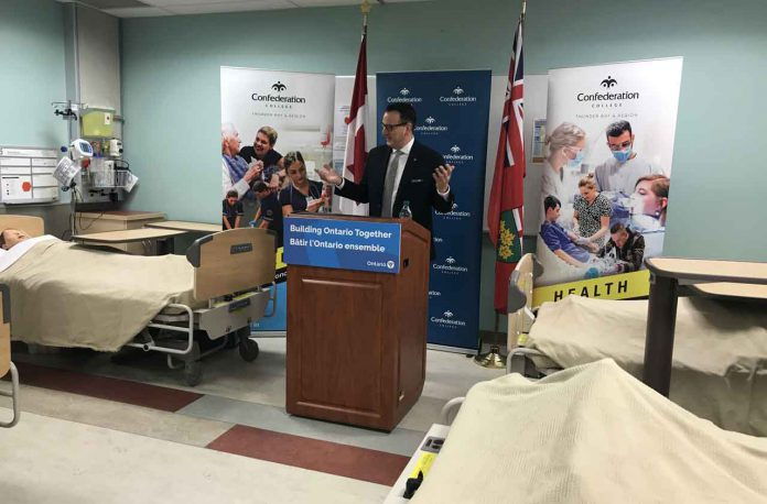 Minister Greg Rickford speaking at Confederation College