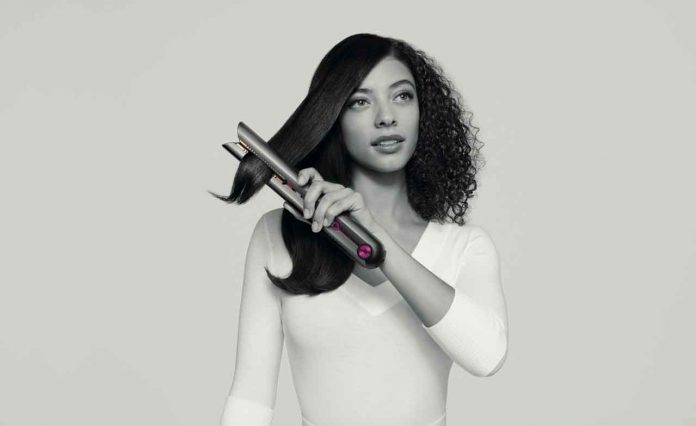 The Dyson Corrale™ straightener uses patented Dyson flexing plates that shape to gather hair, delivering enhanced styling with half the damage¹, while also being cord-free. Users are able to achieve outstanding style anywhere, at any time – quicker.
