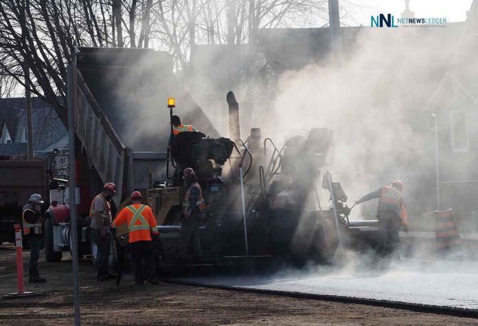 Paving crews are enjoying the warm weather to get jobs finished in Thunder Bay.