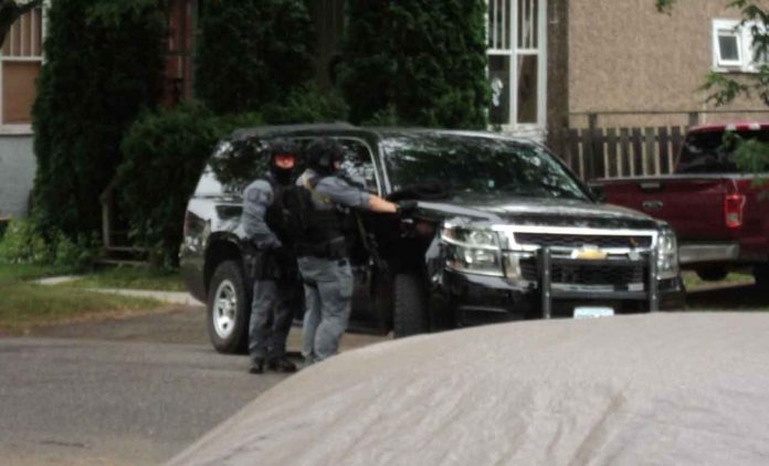 Thunder Bay Police on Scene at Norah - Please avoid the area.